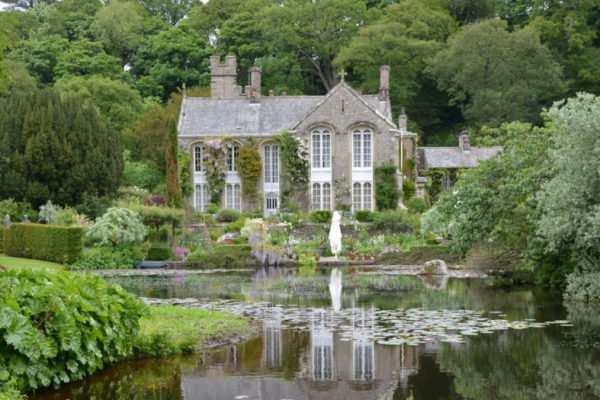 Gresgarth Hall in Lancashire with lake view