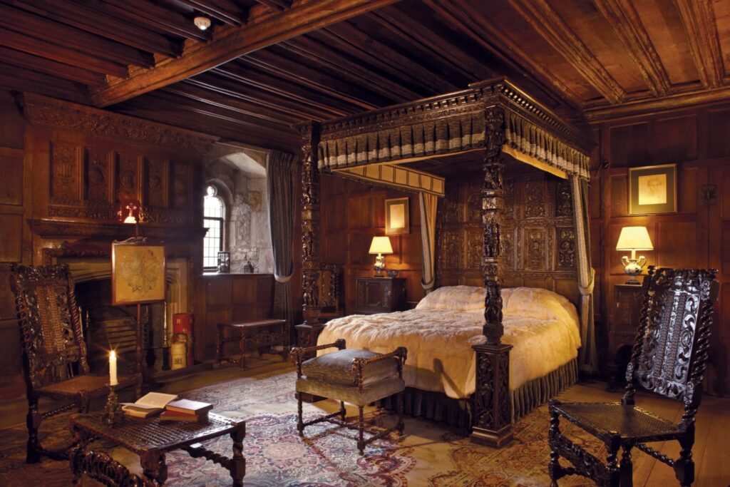 Hever Castle bedroom and four poster bed