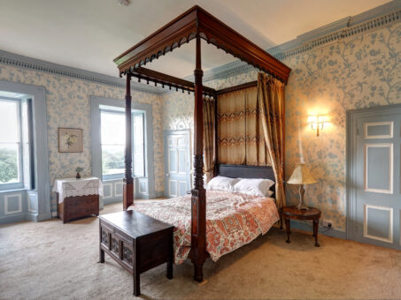 Kelly House Four Poster Bed room