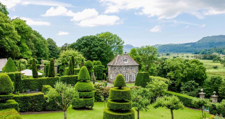 Plas Brondanw incredible topiary garden