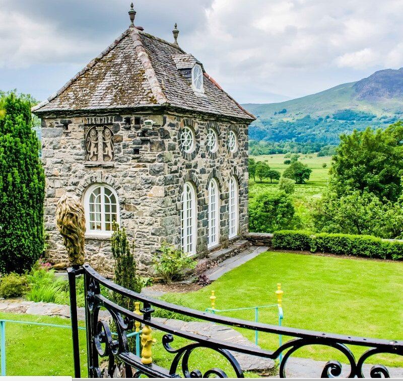 Plas Brondanw garden lodge in Wales