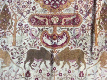 Silk rug of Broadward Hall wilderbeast fighting